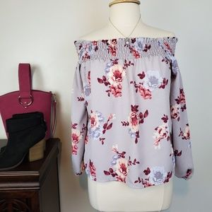 About A Girl Off Shoulder Gray Floral Top, L